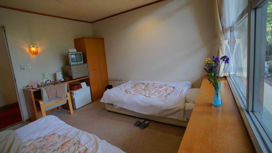 一人旅のお客様や、ベッドをご希望のお客様、そして、ビジネスでのご利用でも人気の洋室。