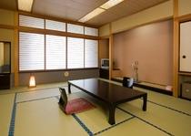 お風呂はついていませんが、15畳の広いお部屋です。大人数でのご宿泊におすすめ。