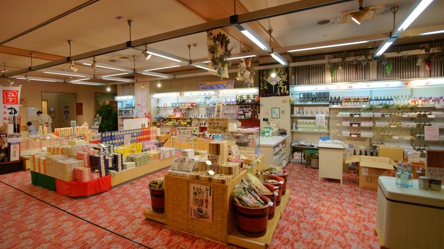 山梨のお土産は当館の売店で!人気の信玄餅、お菓子、ワイン、地酒など取り揃えております。