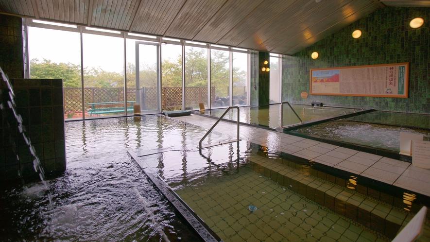打たせ湯、寝風呂、バイブラバス等、36度~42度まで温度の異なる七種のお風呂。