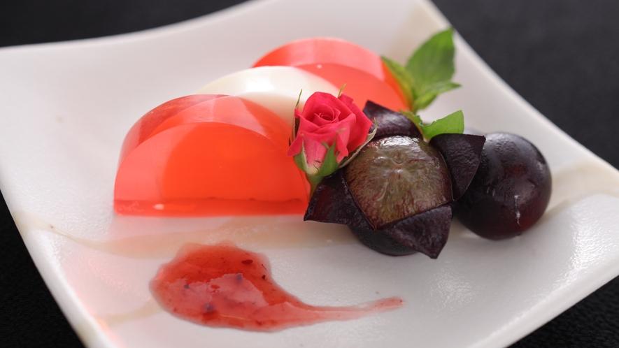 デザートは、フルーツ王国山梨自慢の季節の果物を添えて。