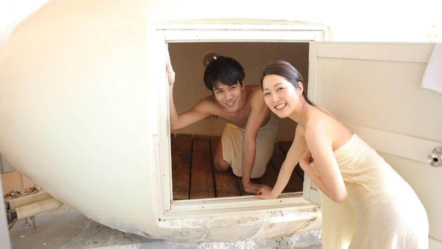 日本初!たまご型の温泉蒸し風呂 卵のドーム内は二人で蒸気浴が楽しめます。