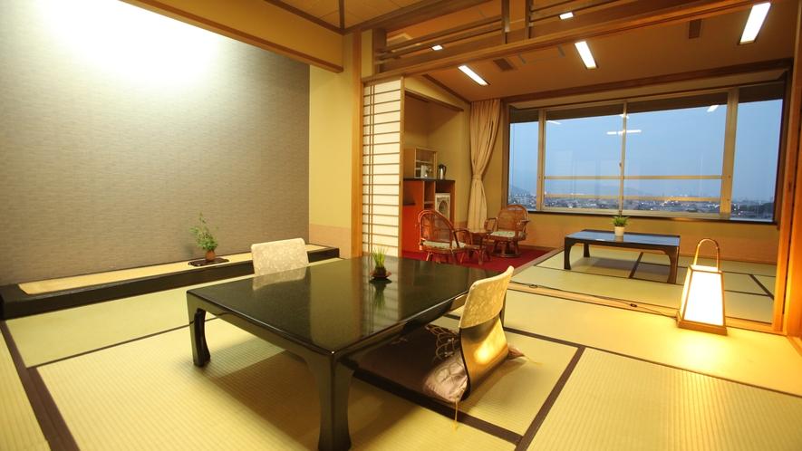 朝には日の出と富士山を、夜には甲府盆地の夜景をお楽しみいただけます。
