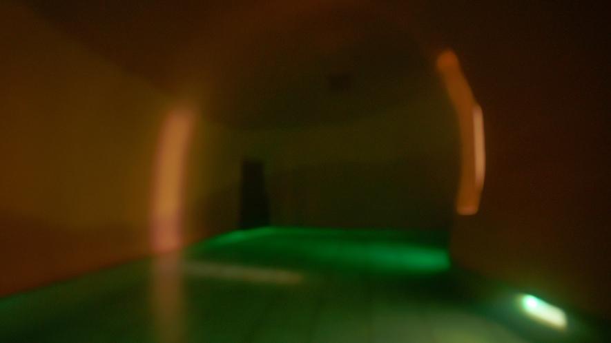 洞窟の雰囲気と隠れ家的な要素を備えてます。カップルやグループにオススメ!
