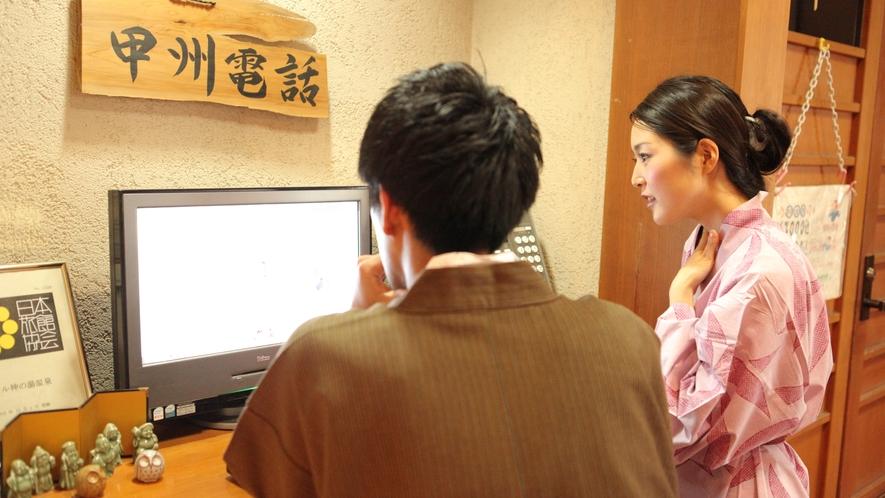 フロント横のインターネットは無料でご自由にお使いください。甲州電話…?(!゜゜)
