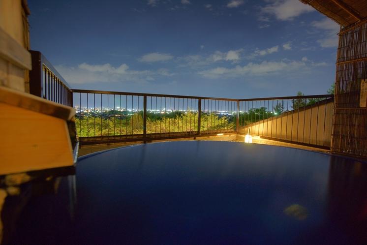 輝きの湯で、夜は満天の星空と甲府盆地の夜景をご堪能ください。