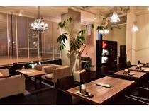 【Lounge HALL】 宿泊者様には打ち合わせや待ち合わせの場として開放しております。