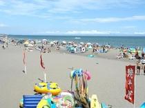 【静波海岸】 サーフィンや海水浴などマリンレジャーが盛んな静波海岸までは約16km。 お車で40分。