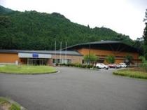 【スポーツ・パル高根の郷】 第58回国民体育大会ライフル射撃競技の会場として建設された屋内競技場。