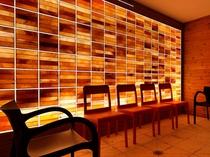 【アクアテラス:岩塩ドライサウナ】温熱効果+壁一面に敷き詰めた天然岩塩パワーを実感