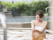 【雲海】露天風呂では金泉・銀泉という泉質の違う温泉をご堪能いただけます