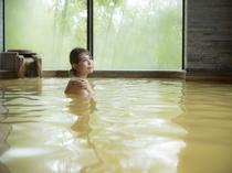 【沙の湯:金泉】内湯と露天で金泉をご堪能いただけます