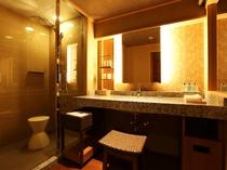 【中央館:和室ツイン】シャワーブースにはレインシャワーを備え付けております