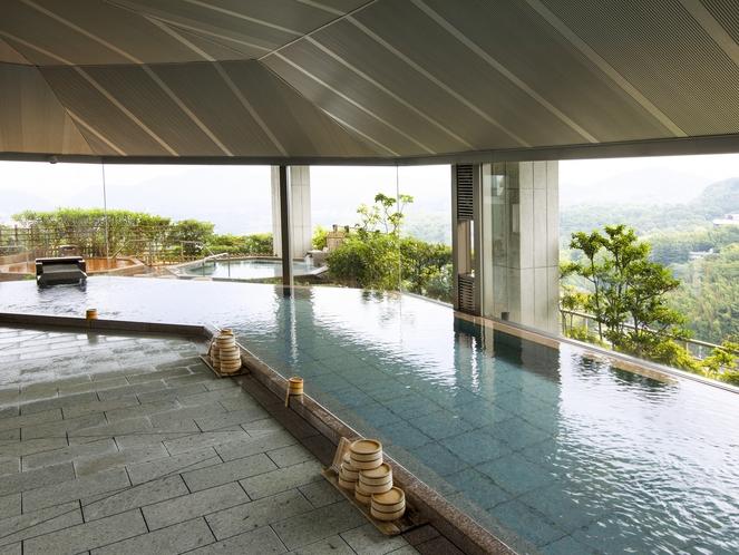 【雲海:女性浴場】大きな窓ガラス越しに、四季折々の自然を眺めながらご入浴いただけます