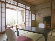【エコノミー:和洋室】有馬の山々が一望できる7.5帖の和室とツインベッドを備えたお部屋でございます