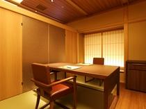 【料亭四季亭:春秋】作りたてのお料理を椅子・テーブル式で、楽におくつろぎながらお召し上がり頂けます
