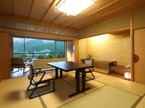 【中央館6-8F:和室】ごゆっくりとお寛ぎ頂ける10帖の和室です。