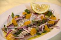 夕食 前菜の一例 arici marinati