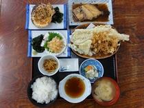 昼食一例 地元の食材を使用
