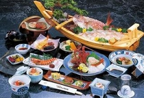 チョイスプラン 〔伊勢海老のお造り、松阪牛のステーキ、あわびのお造り〕よりメイン料理を一品選べます。