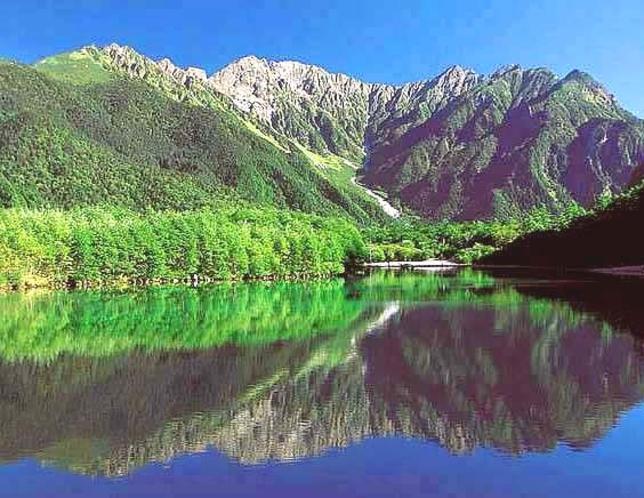 大正池~穂高連峰を望む