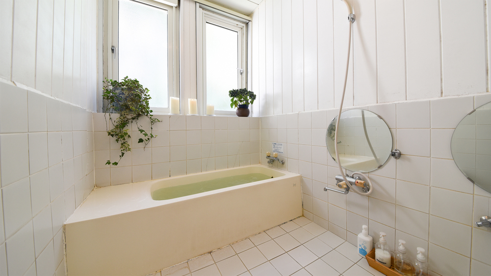 *【お風呂(貸切)】24時間いつでも入浴できるジェットバス。キャンドルの明かりを灯してゆったり。