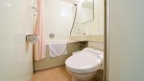 *【客室一例(ツインルーム バス・シャワートイレ付)】全室バストイレ付となっております。