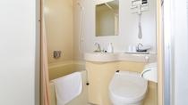 *【客室一例(トリプル バス・シャワートイレ付)】全室バストイレ付となっております。