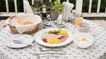 *【ご朝食一例】牧場のご朝食は、季節の恵み、八ヶ岳の恵みをご用意しております。