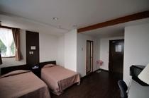 客室(ツインルーム)例
