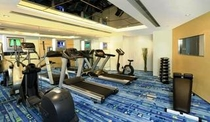 フィットネスルーム (営業時間 午前7時〜午後11時) Fitness Room