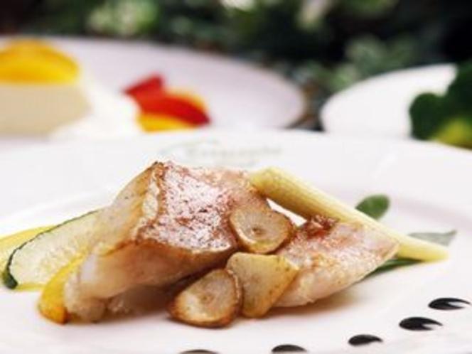 旬な素材を使用した魚料理一例