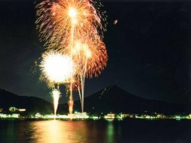毎年8月5日【河口湖・湖上祭】の花火大会