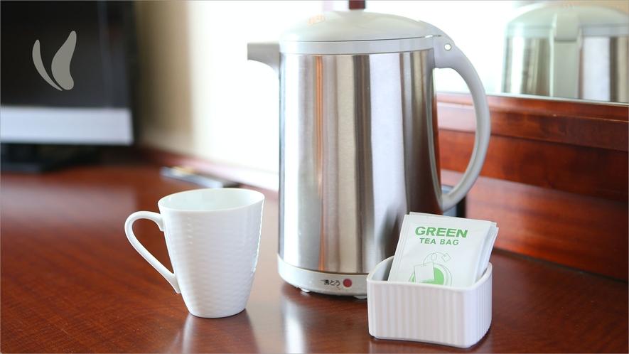 お部屋に緑茶・ほうじ茶のティーパックがございます。