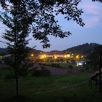 夏、夕方の外観