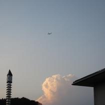 ホテル上空を飛行機が!!