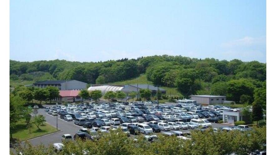 平面駐車場(約500台収容可能)