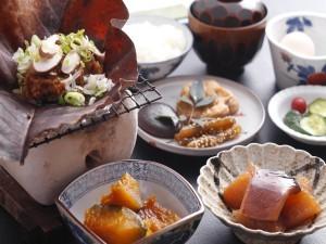 朴葉みそ朝食