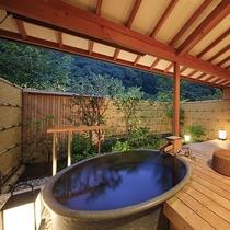 露天風呂付客室・陶器風呂夕景一例
