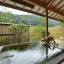 露天風呂付客室・御影石風呂一例