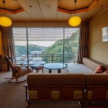 ◆客室_銀泉露天付き貴賓室のリビング