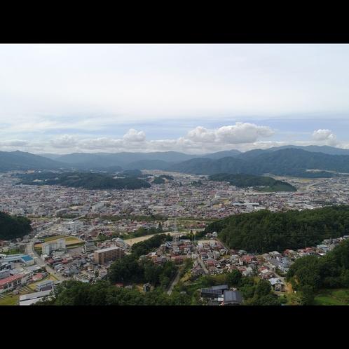 山に囲まれた飛騨高山のまち