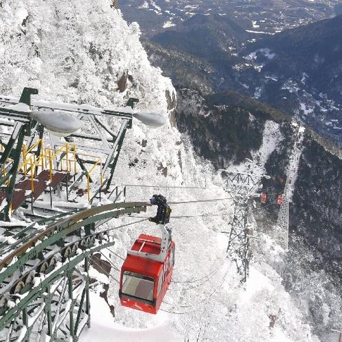 雪のゴンドラ山頂駅