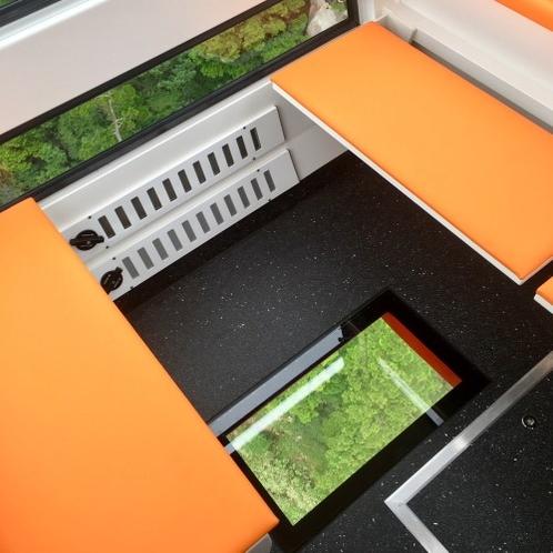 新型ゴンドラ 床面の窓