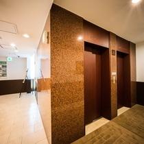 ホテル1階エレベーターホール