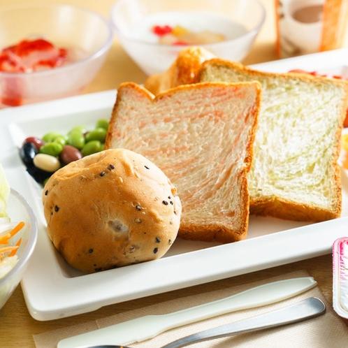 健康朝食バイキング皿盛りパン