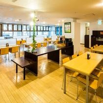 朝食コーナー 広々60席ございます。