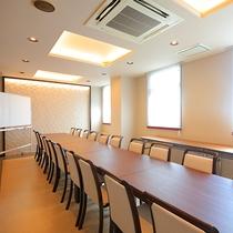 【会議室】ホワイトボードもあり、ミーティングにご活用いただけます