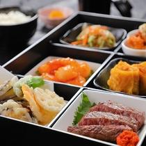 """地元の食材を盛り込んだお弁当をご用意♪""""いろんなお料理を一度に味わえる幸せディナーを♪"""""""
