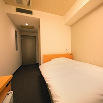 【シングルルーム】ビジネスでのご利用におすすめです<120cm幅ベッド・無料Wi-Fi>
